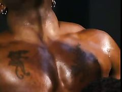 Horny black bodybuilders fuck in a gym
