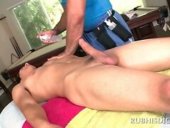 Lusty gay masseur gets his dick sucked by a straight guy