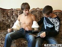 Hot wanking by two gays begins
