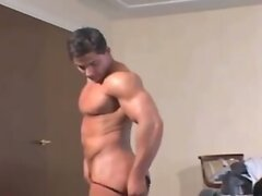 Bodybuilder puts on a private show