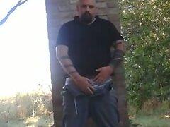 Str8 bear stoke in his yard