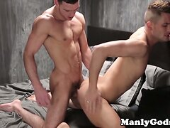 Ripped hunk rimming tight ass before analsex