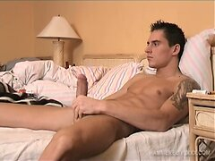 Hung and Muscular Rob Novy Jacks Off