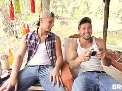 'Rednecks' Part 3.  Jeff Powers, Brandon Evans y Tobias