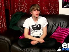 Scottish twink Josh Frey jerking on cam for the first time