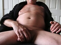 Mature man in robe masturbating to a porn video. (cumshot)