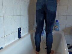 Arschwasser in blauer Sx jeans