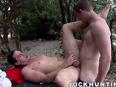 Hardcore barebacking after blowing dick outdoor in the Sun