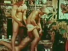 Retro gay threesome from 70s