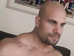 Dissolute bodybuilders fuck bareback