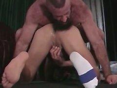 Slutty gay bear bangs a tight ass
